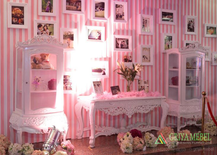 Lemari Hias Photobooth, Lemari Hias dekorasi, Lemari Pajangan Dekorasi, Lemari Kaca Dekorasi, Jual Lemari Hias Dekorasi, Model Lemari Hias Dekorasi, Meja Konsul Klasik Mewah, Meja Konsul Dekorasi, Meja Display Photobooth, Meja Gallery Wedding, Meja Gallery Pelaminan, Set Display Lemari Hias Photo Dekorasi, Display Photooboth Wedding Modern, Display Photooboth Wedding Modern,Display Photobooth Murah, Furniture Photoboth Murah, Jual Furniture Photo Booth, Display Pengantin, Display Photo Preewedding, Kursi Display Preewedding, Model Furniture Photoboth, Gambar Display Pelaminan, Dekor PDisplay Pelaminan, Furniture Pelaminan, Kursi Pelaminan, Kursi Pernikahan, Kotak Angpao Pernikahan, Meja Amplop Pernikahan, Meja Amplop Terbaru, Meja Amplop Murah, Jual Meja Amplop Pelaminan, Property Wedding, Wedding Dekorasi