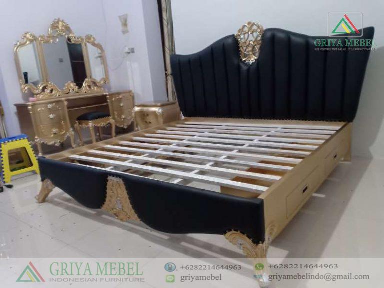 Tempat Tidur Sofa Klasik Mewah